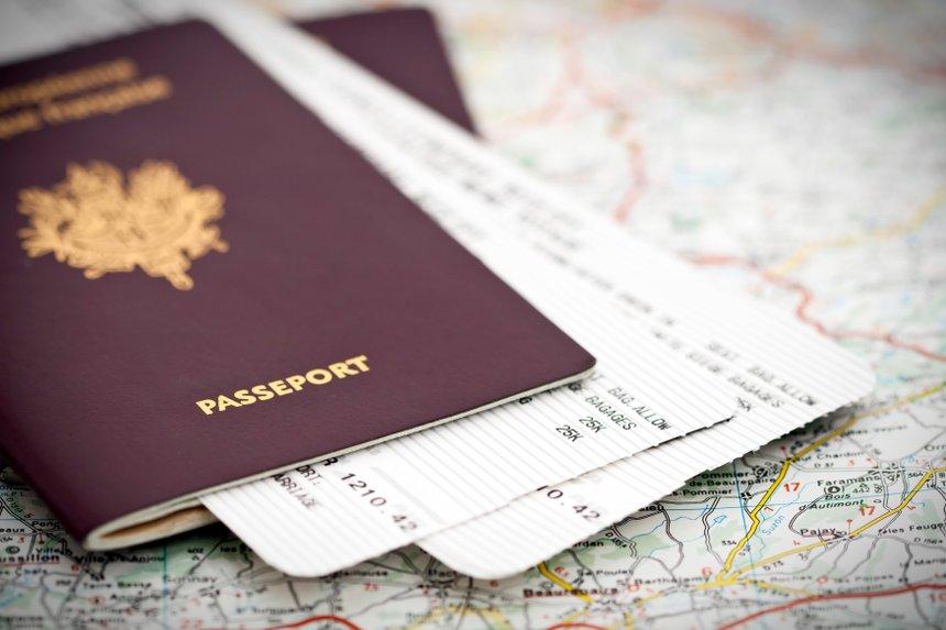 Passeports et billets d'avion