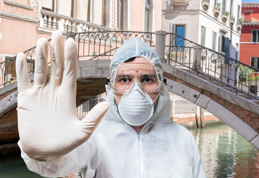 Doctor in coveralls warns of coronavirus infection in Venice in