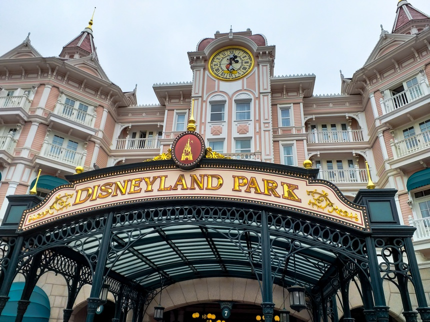 entrée du parc Disneyland en France