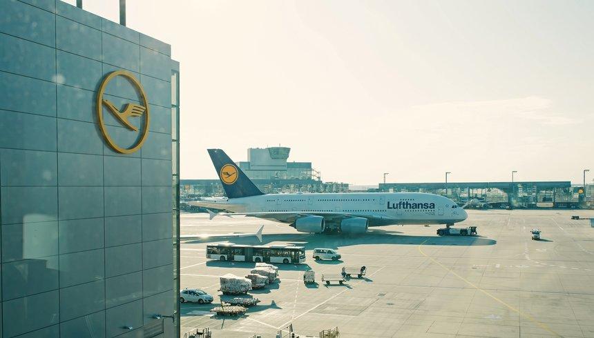 """Lufthansa estime, qu'à terme, ses effectifs compteront 22 000 postes équivalents temps plein en """"surplus"""" laissant craindre de nouveaux licenciements."""