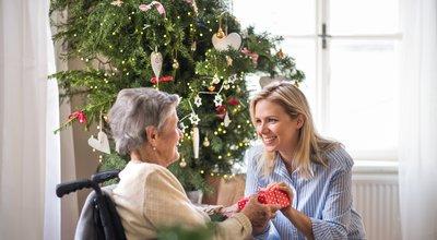 Ehpad : les résidents autorisés à sortir (sous conditions) pour Noël