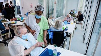 Ehpad : les consignes devraient s'assouplir dès le 11 mars pour les personnes âgées vaccinées