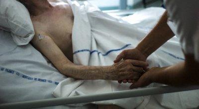 Soins palliatifs en Ehpad: le difficile accompagnement de la fin de vie des résidents