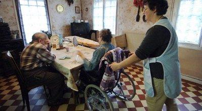 Aide à domicile: le recours aux contrats courts explose