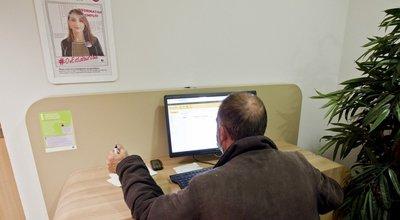 Un an après la crise, les services sociaux tournent toujours au ralenti (Fondation Abbé-Pierre)