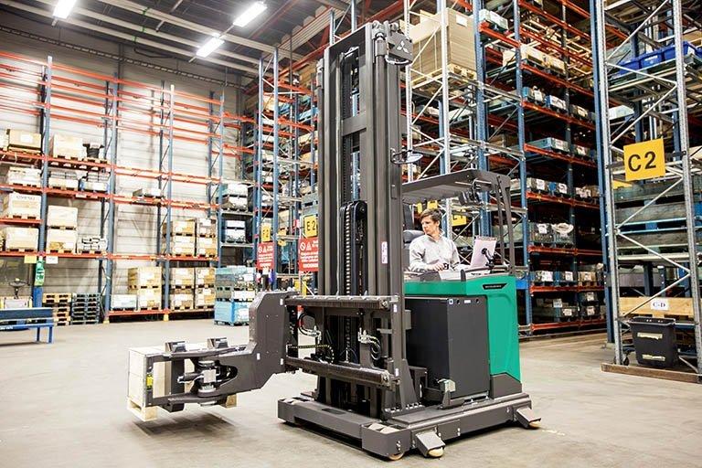 URS_UC Brand_Swivel reach truck_Spain only
