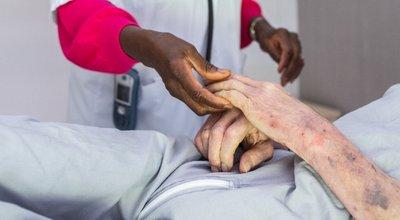 Etablissements pour personnes âgées : montants plafonds des forfaits soins et transport
