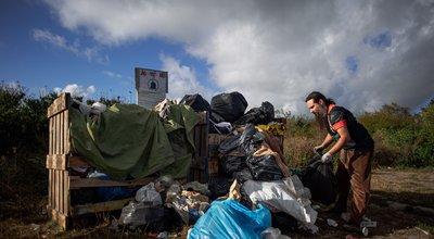 A Calais, les bénévoles sont aussi éboueurs