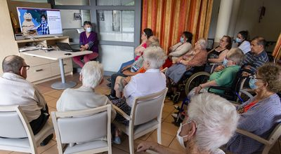 Grand âge: des ateliers mémoire fondés sur les archives de Ouest-France