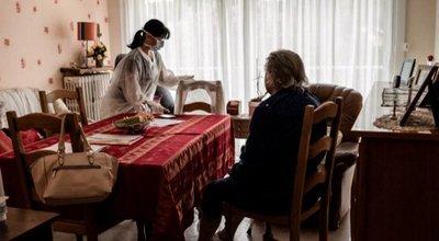 Les conditions de travail des salariées de l'aide à domicile augmentent le risque d'épuisement professionnel